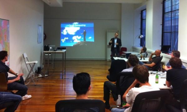 Simone Brunozzi Presenting on Cloud Computing with AWS